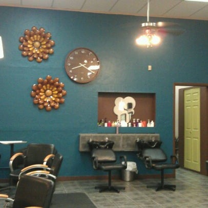 Photo taken at Split Endz Hair and Nails by Jeffrey ♊ T. on 7/19/2012