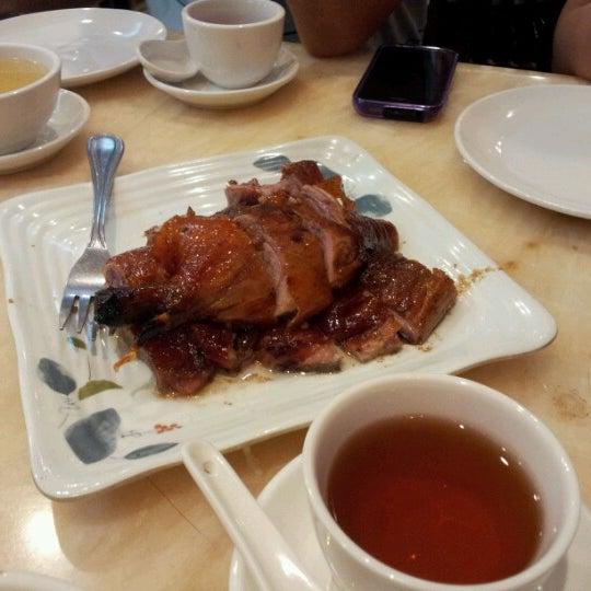 Photo taken at Lucky Eight 同樂小炒皇 by Irene T. on 7/1/2012