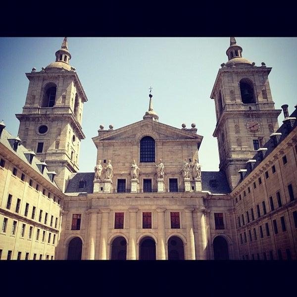 Photo taken at Monasterio de San Lorenzo de El Escorial by Pepe R. on 8/17/2012