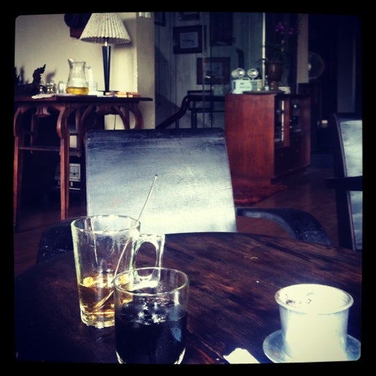 Photo taken at Lộc Vừng Coffee by Tony D. on 8/27/2012