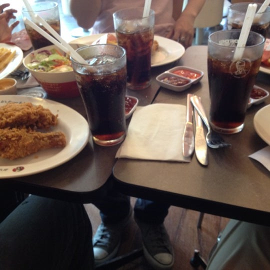 Photo taken at KFC by Ly C. on 4/24/2012
