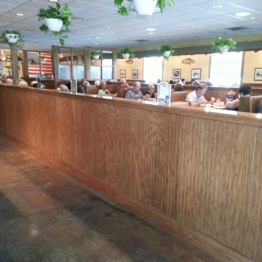 Photo taken at Oakwood Smokehouse & Grill by Helene R. on 9/2/2012