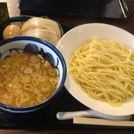Photo taken at 三ツ矢堂製麺 下北沢店 by Yusaku I. on 5/12/2012