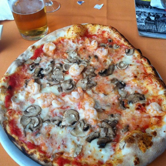 Photo taken at Canasta Pizzeria & Ristorante by Александр on 7/13/2012