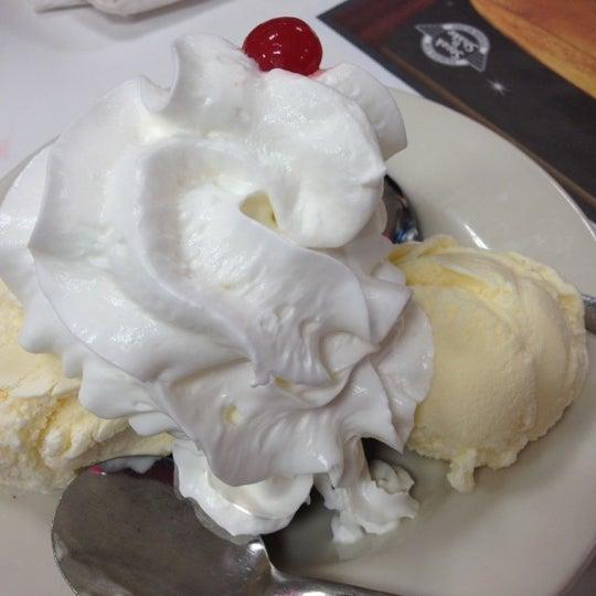 Photo taken at Steak 'n Shake by 💛💙💔 Diana on 8/8/2012