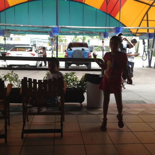 Photo taken at Flash Autolavado by Yovanna G. on 6/27/2012
