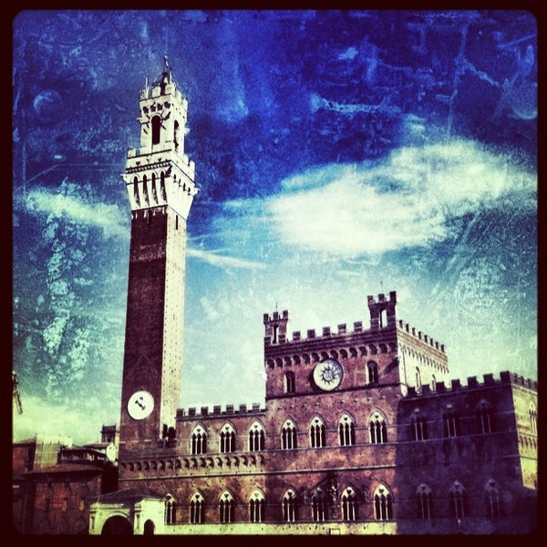 Photo taken at Piazza del Campo by Bertrand M. on 9/11/2012