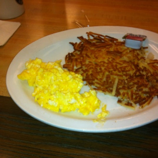 Photo taken at Waffle House by Korto S. on 5/26/2012