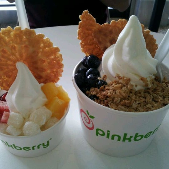 Photo taken at Pinkberry by Penny T. on 5/24/2012