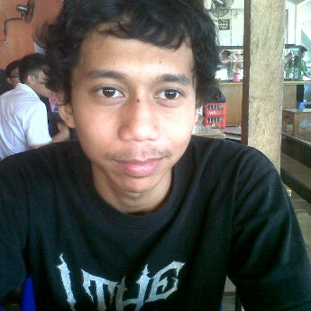 Photo taken at Warung Penyet Lesehan Mas Pur 3 by denny kurniawan p. on 3/6/2012
