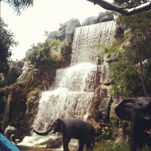Photo taken at Siam Park City by Phung J. on 4/23/2012