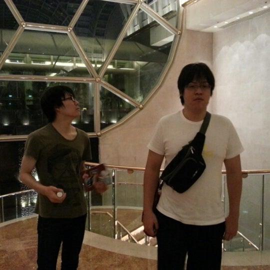 Photo taken at The Ritz-Carlton, Millenia Singapore by Ryota M. on 7/31/2012