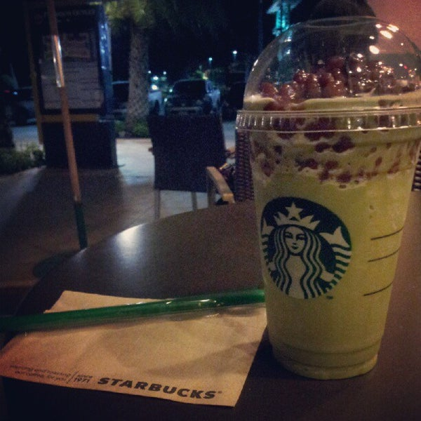 Photo taken at Starbucks (สตาร์บัคส์) by Thongchart T. on 6/28/2012