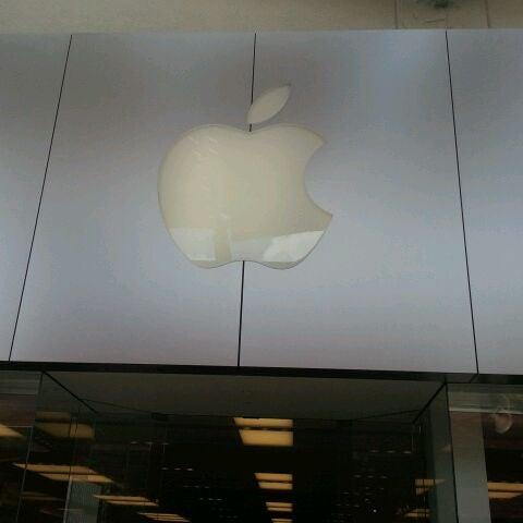 Photo taken at Apple La Cantera by Drake D. on 3/16/2012
