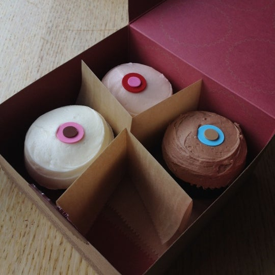 Photo taken at Sprinkles Cupcakes by Rbrt I. on 9/4/2012