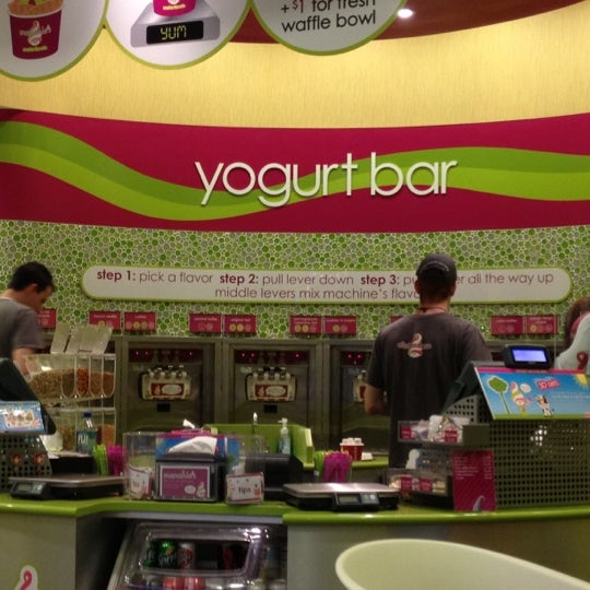 Photo taken at Menchie's Frozen Yogurt by Eren B. on 3/13/2012