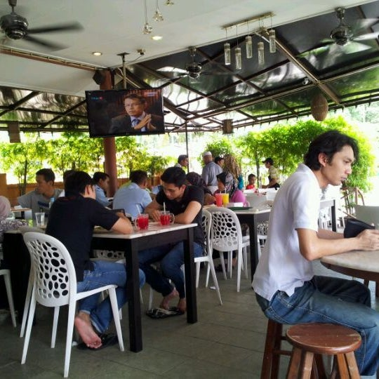 Photo taken at Restoran Sambal Hijau by Ash s. on 3/16/2012