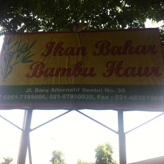 Photo taken at Ikan Bakar Bambu Haur by Hendro S. on 7/1/2012