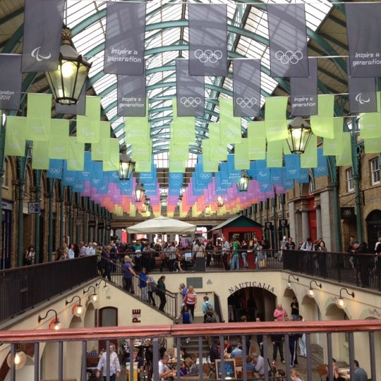 Photo taken at Covent Garden Market by Lorena V. on 8/15/2012