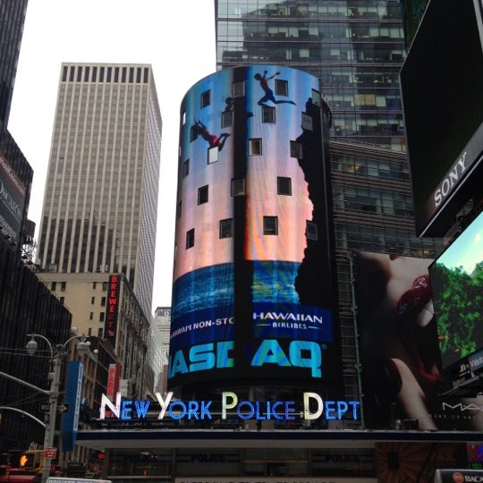 Photo taken at Nasdaq Marketsite by Richard Z. on 6/19/2012