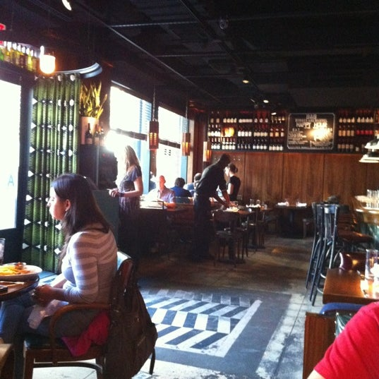 Photo taken at B & B Winepub (Burger & Barrel) by Trans Ocio T. on 5/12/2012