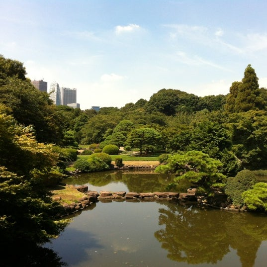 Photo taken at 新宿御苑 (Shinjuku Gyoen) by Michael M. on 8/25/2012