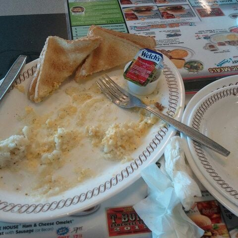 Photo taken at Waffle House by Jahn Q. on 6/12/2012