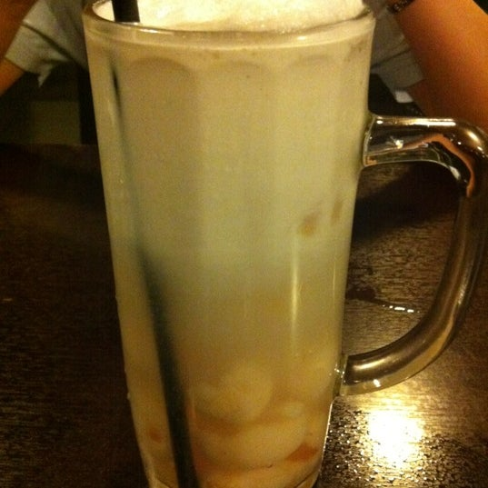 Photo taken at Quan Ice Cream & Coffee House (咖啡馆) by 👠👗Catherine C. on 5/9/2012