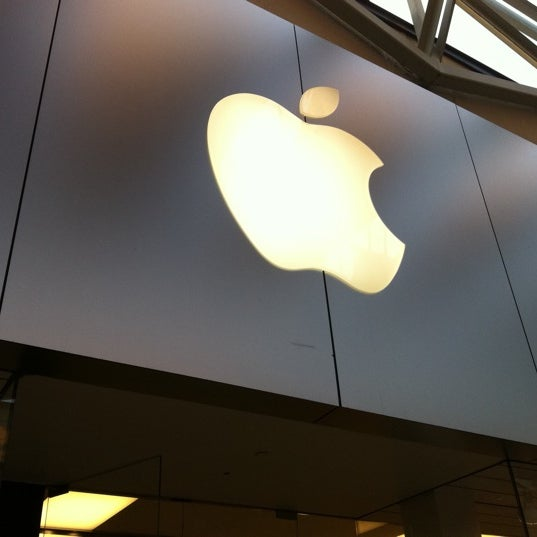 Photo taken at Apple Store, La Cantera by Diego C. on 6/19/2012
