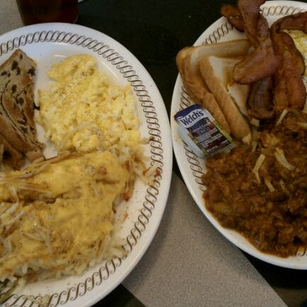 Photo taken at Waffle House by Sarah H. on 3/18/2012
