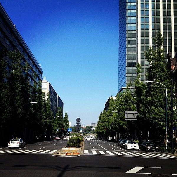 Photo taken at 東京国際フォーラム ガラス棟 by Allen on 9/11/2012