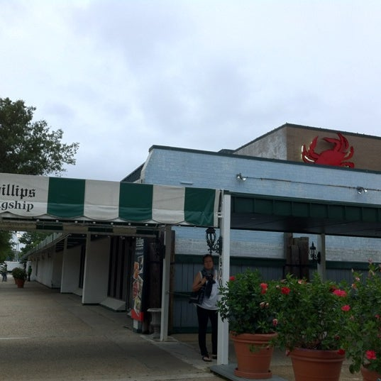 Photo taken at Phillips Seafood by Apple A. on 7/21/2012