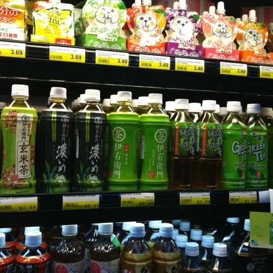 Photo taken at Mitsuwa Marketplace by Jennie A. on 5/28/2012