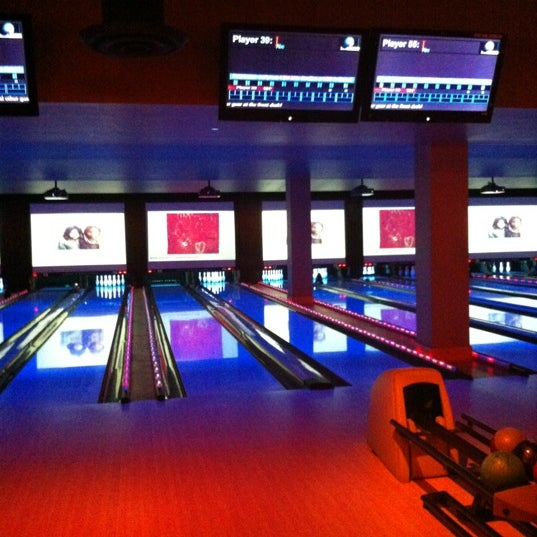 Photo taken at Lucky Strike New York by Michael E. on 3/27/2012