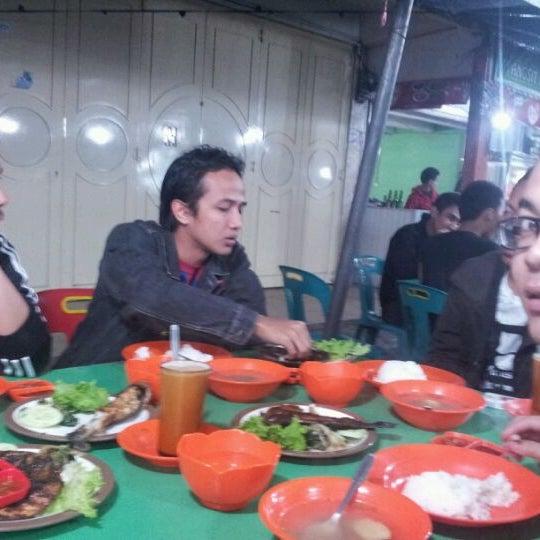 Photo taken at Pasar kaget berastagi by Zul Z. on 4/8/2012