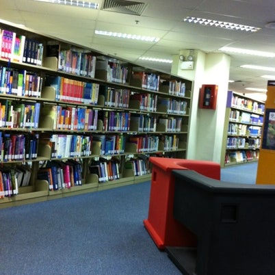 Photo taken at Lien Ying Chow Library 连瀛洲图书馆 by Yong F. on 8/2/2012