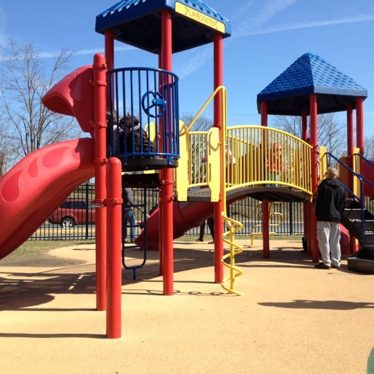 Photo taken at Lyndhurst Town Hall Park by Carlos P. on 3/11/2012