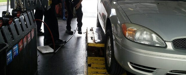 Photo taken at Valvoline Instant Oil Change by Peter M. on 4/26/2013