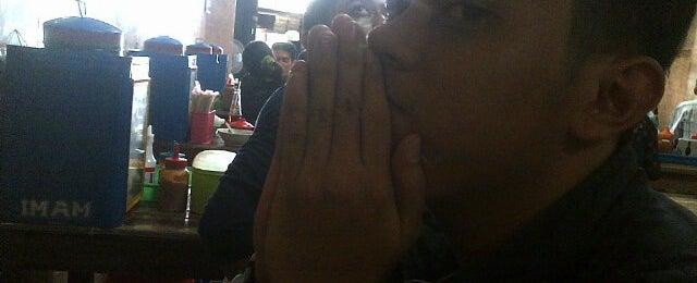 Photo taken at Bakso Sido Mandiri by Nur Ikawati R. on 11/23/2014
