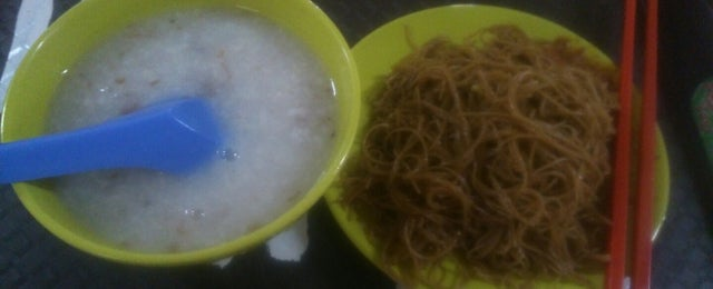 Photo taken at Chang Ji Gourmet by Hong Lim P. on 11/14/2014