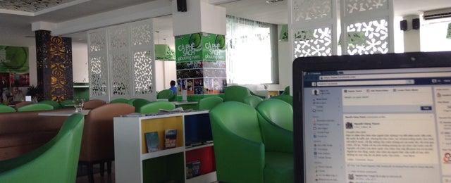 Photo taken at Book cafe Phương Nam by Tri B. on 4/24/2015