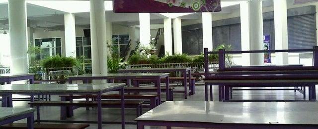 Photo taken at โรงอาหารคณะบริหารธุรกิจ (ACC-BA Cafeteria) by Eric G. on 4/11/2012