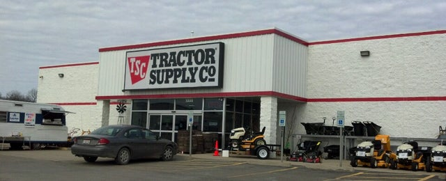 Photo taken at Tractor Supply by Robert W. on 4/6/2013