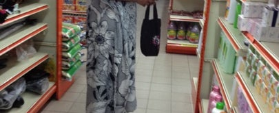 Photo taken at 99 Speedmart by Arifah A. on 8/2/2012