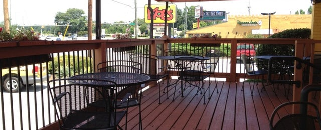 Photo taken at Moe's Southwestern Grill by Jonathan H. on 6/17/2012