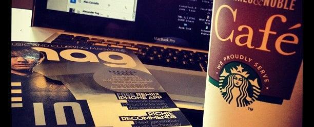 Photo taken at Starbucks by B.⭕riginal on 3/29/2012