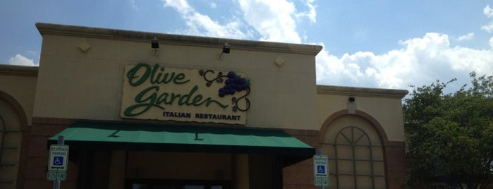 Olive Garden is one of Top 10 favorites places in Saint Charles, IL.