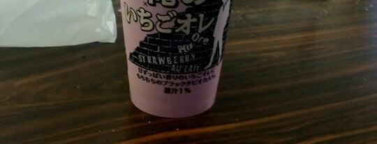 ファミリーマート 目黒青葉台四丁目店 is one of 渋谷コンビニ.