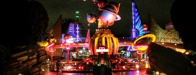 TomorrowLanding: Gifts from Outer & Liquid Space is one of Disneyland Fun!!!.