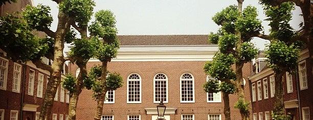 Platanenhof is one of Amsterdamse hofjes.